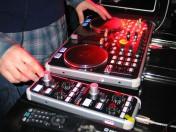 Osoba Grająca Muzykę (DJ)